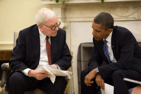 巴菲特和奥巴马政府在2008年金融危机后采取行动遏制复杂金融衍生品的使用。