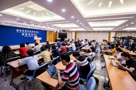 发改委举行8月份新闻发布会 回应热点问题(全文)