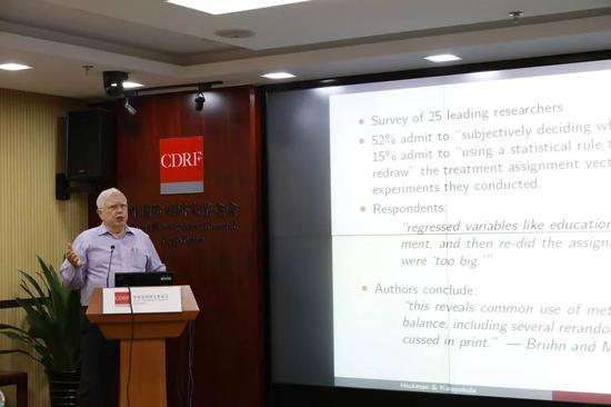诺贝尔经济学奖得主詹姆斯-赫克曼获中国政府友谊奖