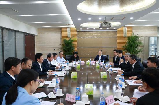 社保基金会理事长刘伟会见农行董事长周慕冰