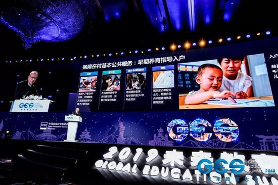 赌钱平台线路检测中心 强大的遗传基因!UFC嘴炮儿子一岁多就会打拳,眼神凶狠肌肉发达