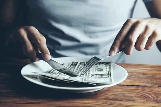 珀莱雅股价翻倍高管减持忙 涨出两个百亿富豪