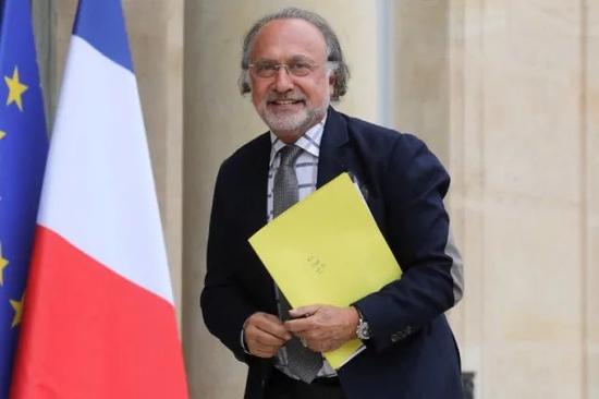 法国亿万富翁奥利维耶·达索坠机身亡 马克龙发文悼念