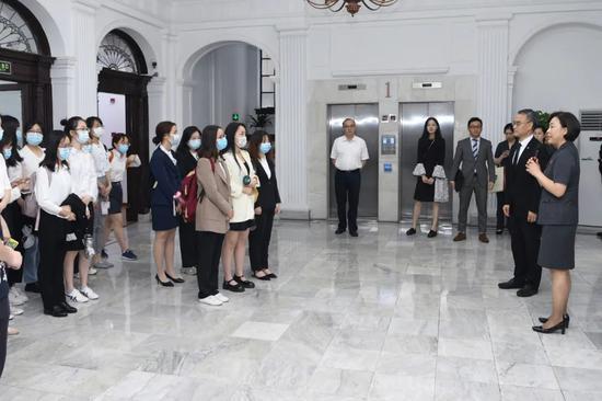 我为群众办实事:走进上海金融法院 莘莘学子近距离感受金融司法