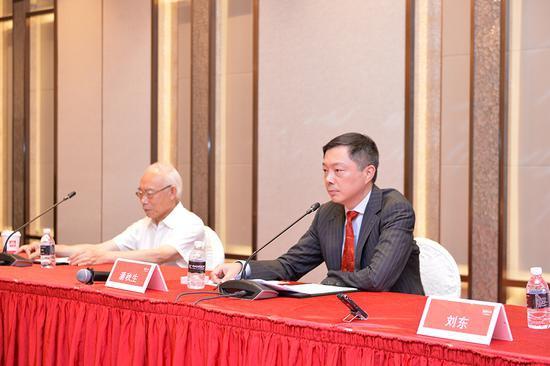 上海家化董事长潘秋生谈市值高低:我们跑的是马拉松 不是百米赛跑
