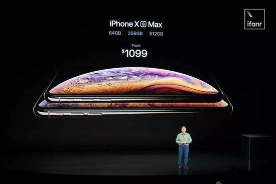 除了提升平均售价外,苹果也在推动老用户升级自己的手机。