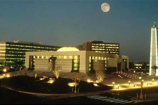 沙特阿美总部 图片来源: Eagleamn (公有领域)