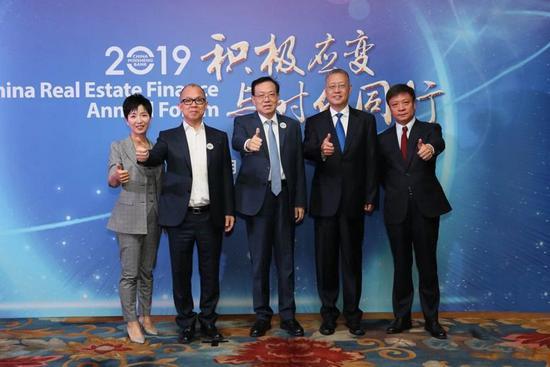 足球滚球送彩金 历史上的今天:中国首夺青年冬奥会男子单人滑金牌