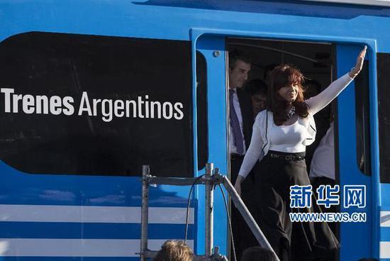 阿根廷米特雷线用的是中国机车 图片来源:新华网
