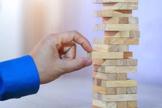 寿险企大公司效应明显,外资险企万能险同比缩减超8成
