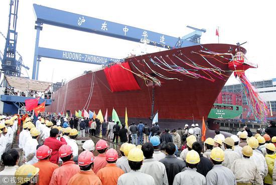 中船重工建造的我国第一艘LNG船@视觉中国