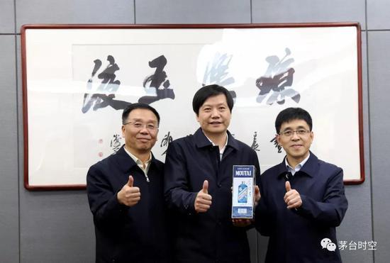 小泓娱乐_守护升旗礼!香港家长公开请愿 促革除校园乱港势力