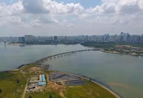 葫芦岛烂尾的栈桥 中房报记者 陈标志 ⁄ 摄