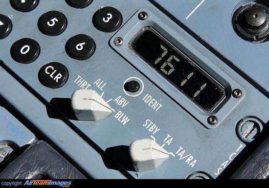 空客A320系列的应答机位于仪表盘上,旁边的小键盘用于输入代码