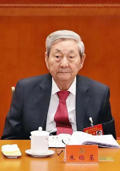 2017年10月18日,朱�F基在中国共产党第十九次全国代表大会开幕式上。