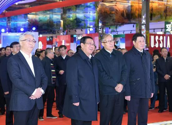 华庄凯发苑-公路喜剧《神秘白驼冒险记》热拍 揭秘驼道文化