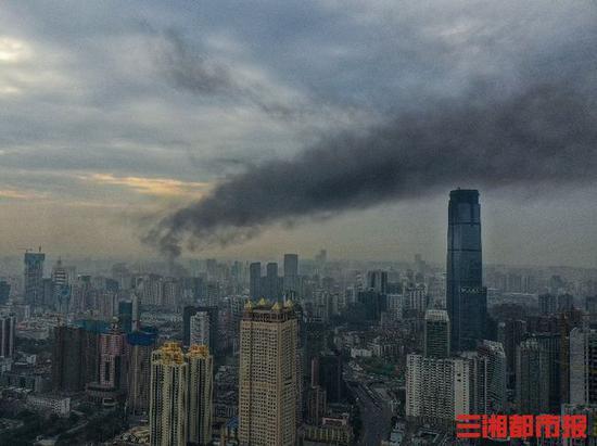 突发火灾 长沙市光大银行楼上浓烟滚滚