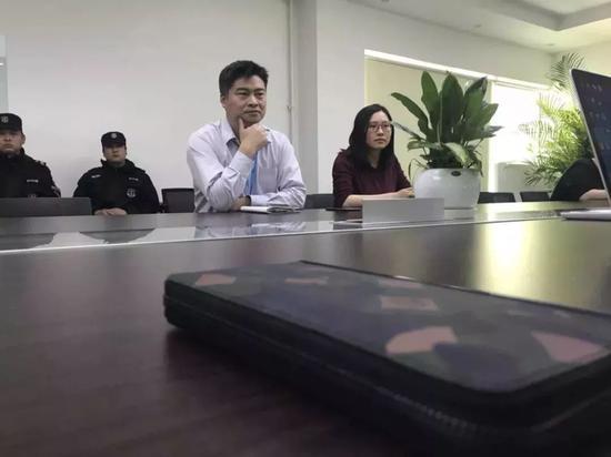 OKCoinCOO潘晓军与法务梁女士