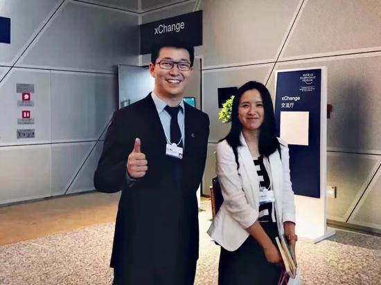 2017年6月26日,戴威和胡瑋煒在達沃斯論壇,被外界視爲ofo、摩拜合併的信號