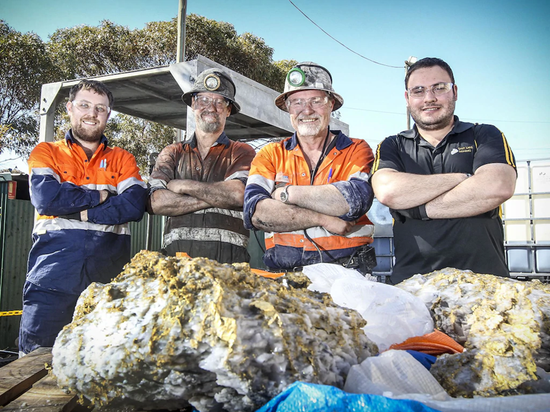 澳大利亚发现罕见大金矿 几块矿石价值千万澳元