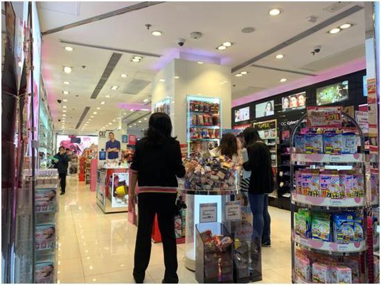 实探风暴中的香港:商铺歇业 1万块酒店房间仅1350!