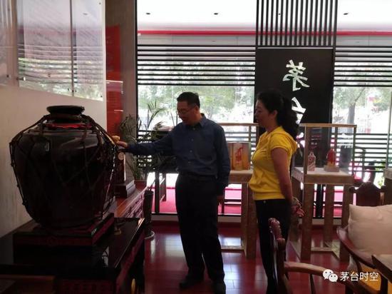 李保芳中秋暗访贵州市场赞专卖店老板站前台卖茅台
