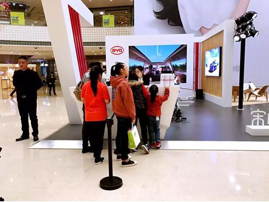 ▲上海速肯广告公司为比亚迪做的推广活动现场