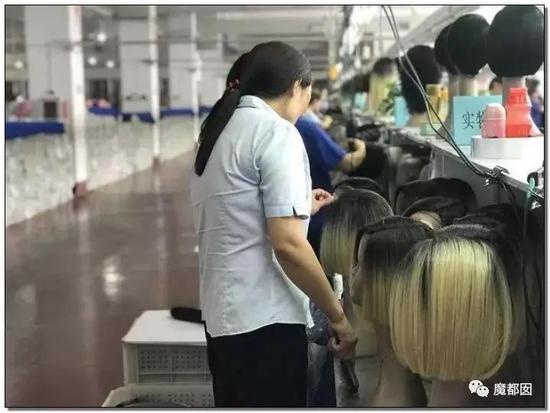 渔网、情趣内衣、小提琴…中国超猛小镇横扫全档棺材情趣连体开模特袜图片