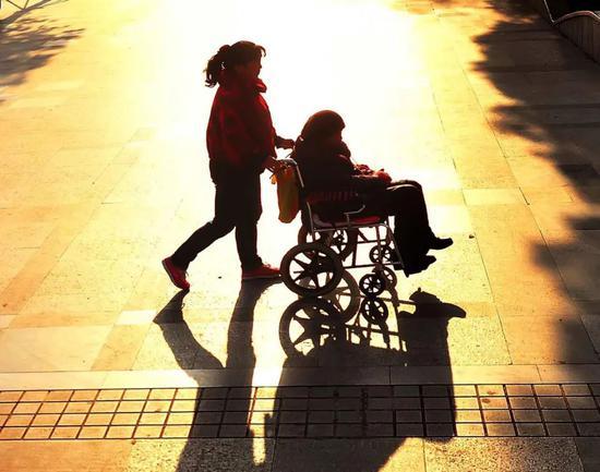 60岁及以上人口突破2.6亿 A股养老、二胎概念股闻声而动