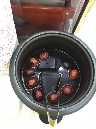 前一天剩下的茶叶蛋第二天仍在售卖。