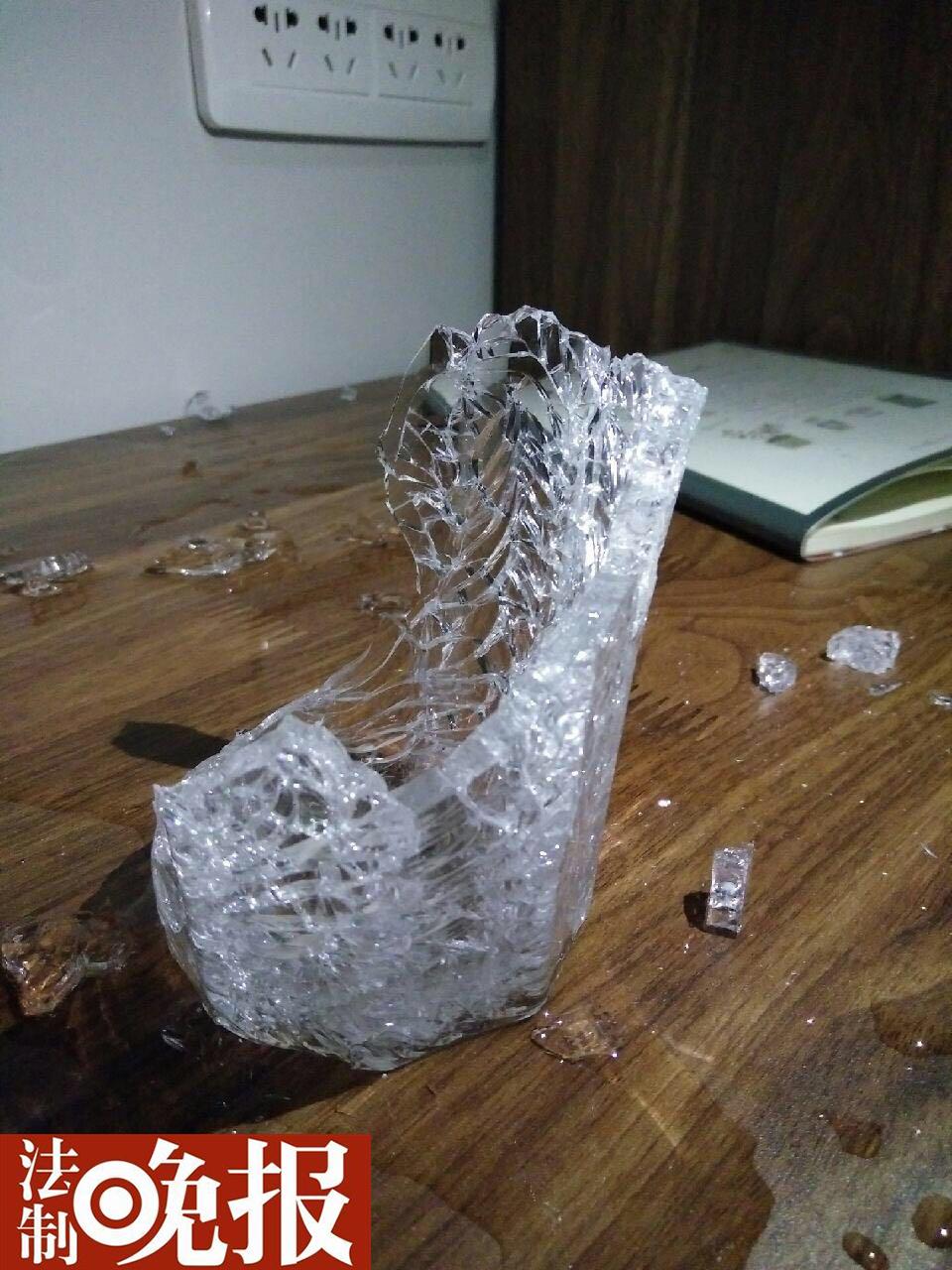 宜家玻璃杯半夜突然爆裂。