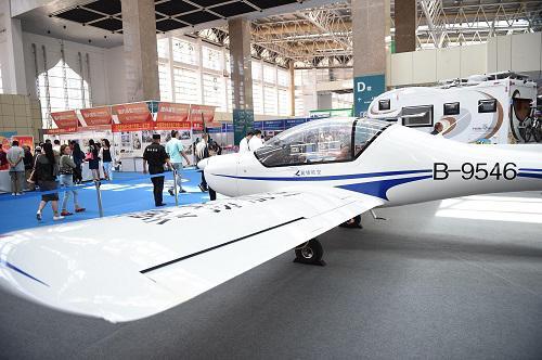 资料图片:私人飞机 新华社记者王鹏摄