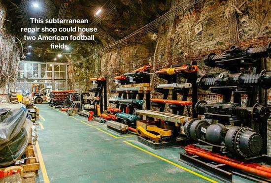 該公司在地下2.6公里建立專用車間,堆放重型機械配件。占地面積約11500平方米。