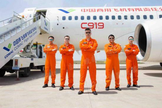 试飞员队伍的五位帅哥!中国商飞供图