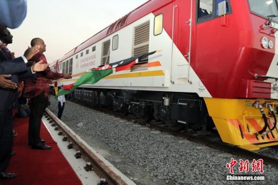 5月30日,蒙内铁路移提交仪式在肯尼亚港城市蒙巴萨举行。 中新社记者 宋方灿摄