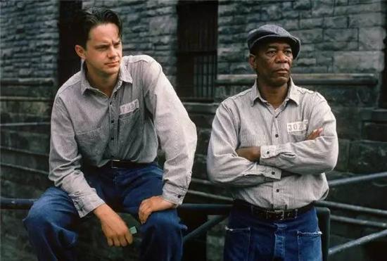 """电影《肖申克的救赎》(1994)中的""""囚徒""""哲思。"""