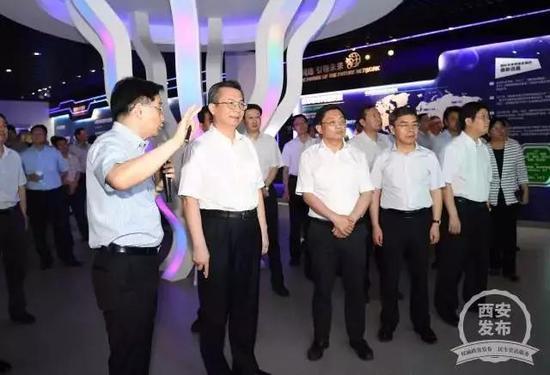 8月10日,党政代表团在南京的中国无线谷考察