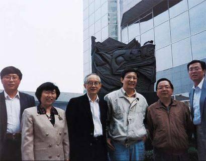 从80年代开始活跃在经济改革领域的中青年经济学家们,左起:郭树清,吴晓灵,吴敬琏,楼继伟,李剑阁,周小川