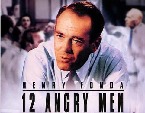 1957年的黑白电影《十二怒汉》反映正是这种制度。
