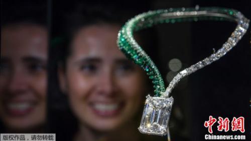这串以钻石镶嵌的项链以3000多万美元价格拍卖售出。