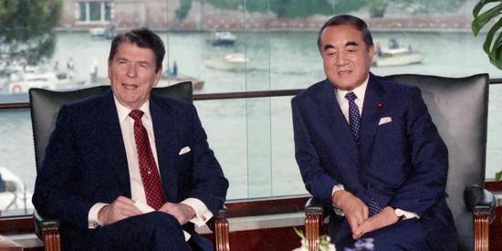 1987年,時任美國總統里根和日本首相中曾根康弘舉行會晤