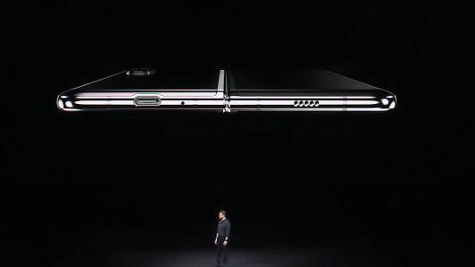 三星推出可折叠智能手机 定价人民币1.3万元