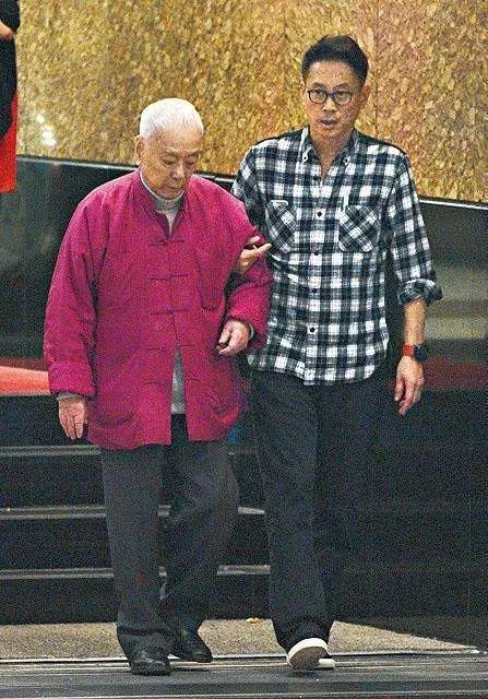 许世勋(左)与许晋亨