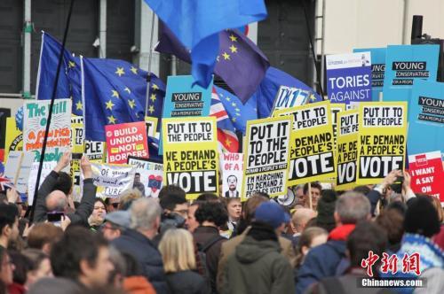 """資料圖:倫敦市中心舉行了大規模呼籲舉行""""第二次脫歐公投""""的示威遊行。"""