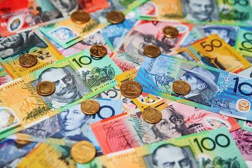 路透调查:受访分析师上调明年澳纽货币汇率预期