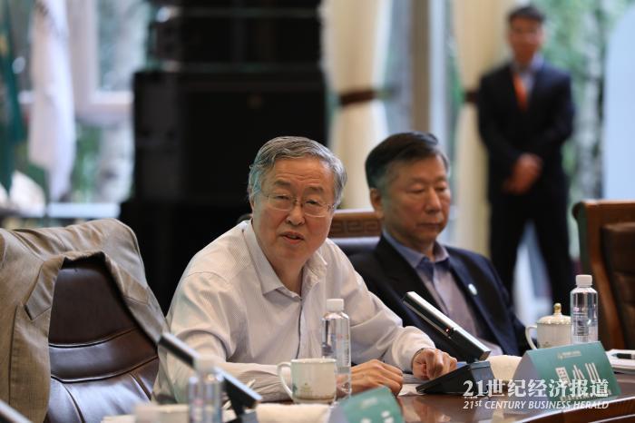 周小川:有人抬高关税壁垒 我们也要进行反向制裁