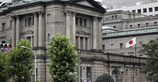 日本央行考虑以最低的成本进一步下调负利率的办法