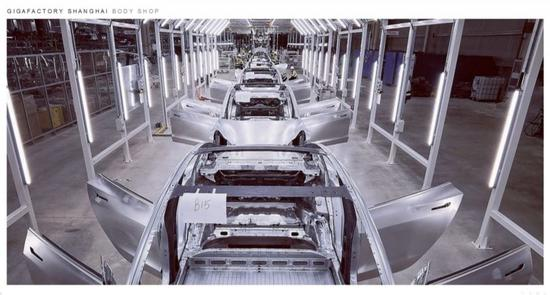 银河信誉投注-国六排放,还是自动挡变速箱,东风新上市的换代天锦载货车实拍