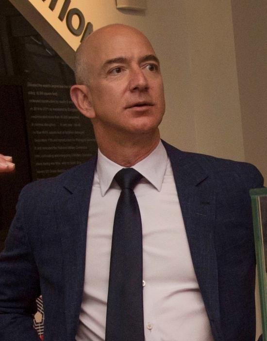 世界首富豪掷1.65亿美元买房:面