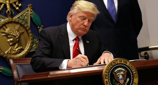 特朗普禁止美国公民和企业交易委内瑞拉债券